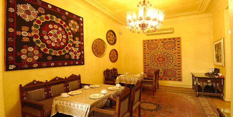 .DINING ROOM.